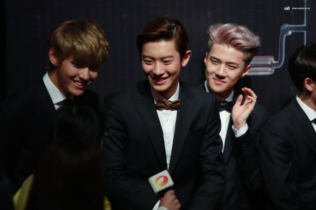 Kris, Chanyeol and Sehun Smiles Brightly at a little girl