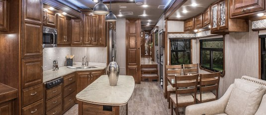 2017-drv-mobile-suites-aire-msa40-kitchen