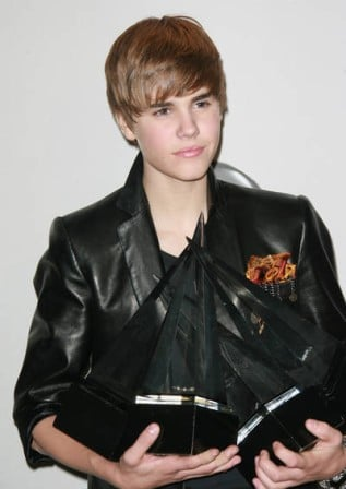 justin bieber hair 2010 american music awards