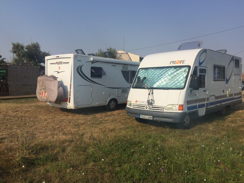 Paloma and scobbie motorhomes at the sea side