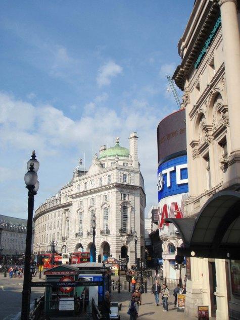 Le carrefour routier de Piccadilly Circus