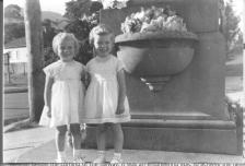 Julie and Kerie at Soldiers Memorial in Thirroul-1