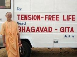 Bhakti_Vijnana_Goswami_with_BBT_bus