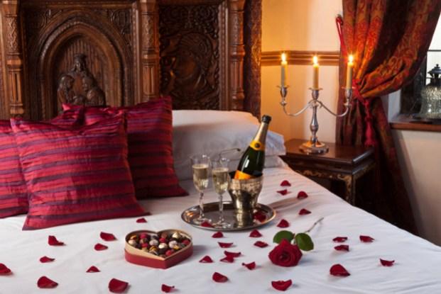 romantic valentine's day bedroom decorations ideas 5