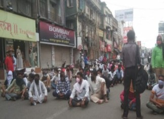 Nagpur hawkers stage protest as they are not allowed to set up stalls