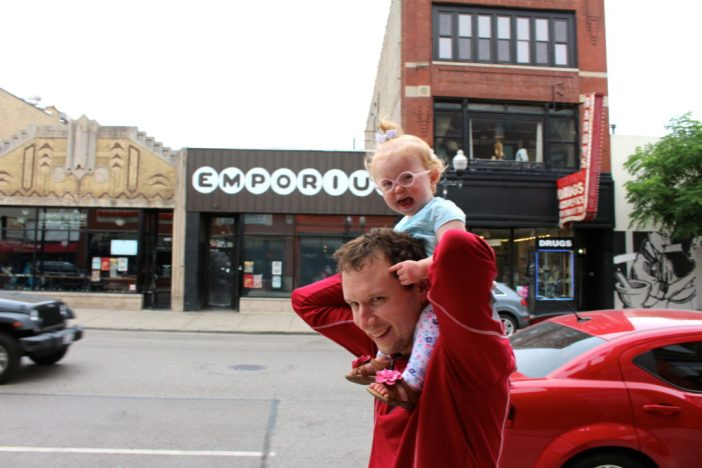 A walking food tour through Chicago's Bucktown and Wicker Park neighborhoods // Family Travel   Where to Eat   Unique Things to Do   Travel with Kids   Cheap Eats   Chicago Itinerary   Foodies