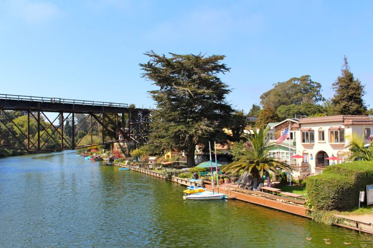 An afternoon in California's happiest seaside town, Capitola! #santacruz #california #familytravel // Family Travel   Travel with Kids   California Beach Cities   San Francisco Weekend Trip   Bay Area Day Trip   US Travel   USA   United States   PCH Road Trip   Beach Vacation