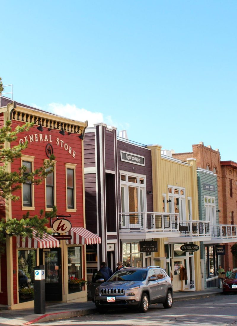 Weekend guide to where to eat, shop, and explore in Park City, Utah. #parkcity #utah #familytravel // Family Travel   Travel with Kids   Ski Trip   US Travel   USA   United States   Family Friendly Itinerary   Salt Lake City Day Trip