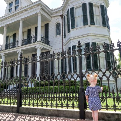 How to explore all of New Orleans' beautiful Garden District in one perfect day. #neworleans #nola #unitedstates #familytravel #travelwithkids // Family Travel Destinations | Travel with Kids | Family Vacation Ideas | NOLA Bucket List | New Orleans Weekend Trip | Garden District Walking Tour | Best Cities in US for Families | Best Things to Do in New Orleans | Where to Eat | Where to Stay | Family-Friendly Itinerary | Best Neighborhoods