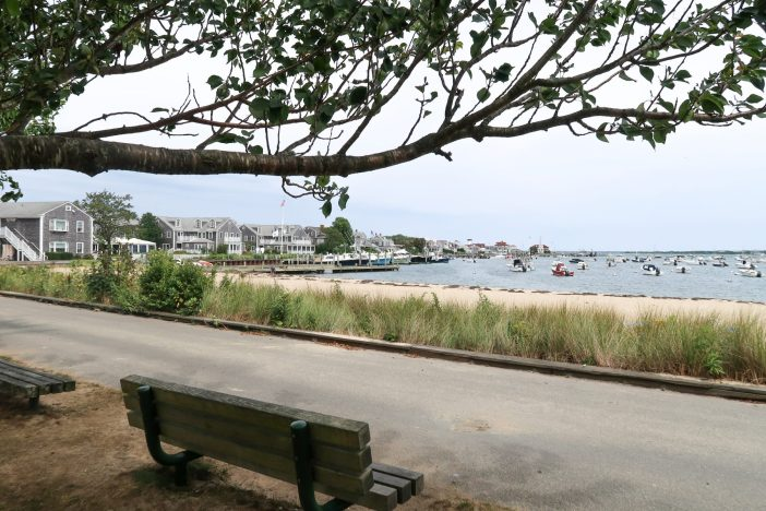 How to spend the perfect day on Nantucket Island with kids. #nantucket #ack #capecod #familytravel #travelwithkids // Family Travel Destinations   Travel with Kids   Family Vacation Ideas   New England Bucket List   Nantucket Day Trip   Top Places in United States   Best Cities in US for Families   Best Things to Do on Nantucket   Where to Stay   Family-Friendly Itinerary