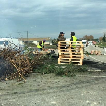 Gilets-Jaunes-Roadblock