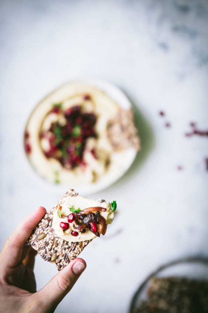 hummus recipe, hummus, creamy hummus recipe, healthy snack ideas, healthy snack recipes, gluten free snacks, gluten free dip recipes, dip, gluten free recipes, gut friendly recipes, gut health, pomegranate, red onion, caramelised onion