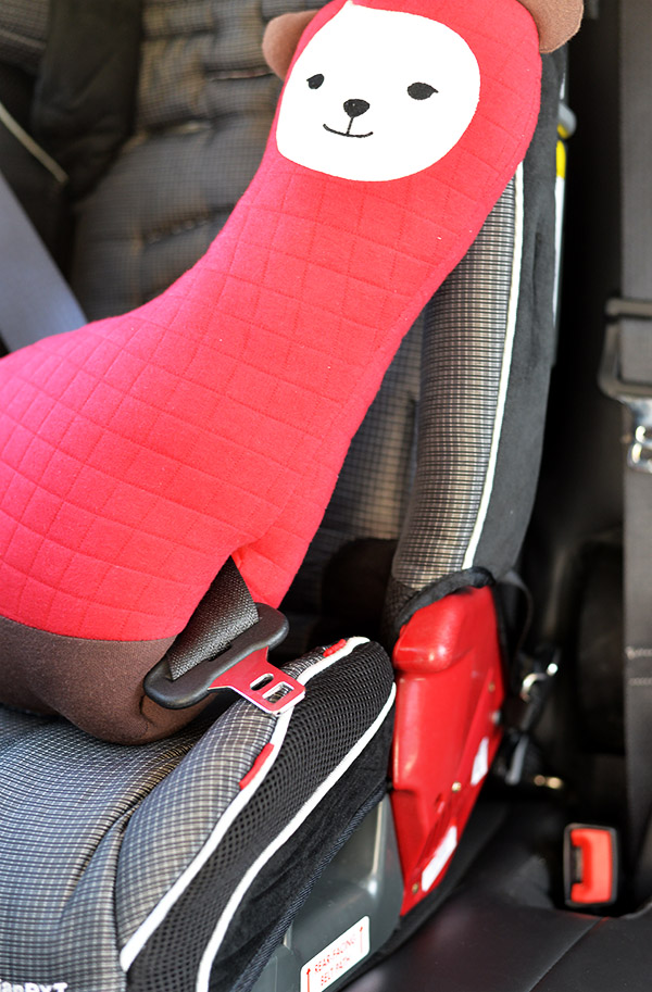 KIDU Hugdoll Booster Seat Belt Holder protector unbuckled