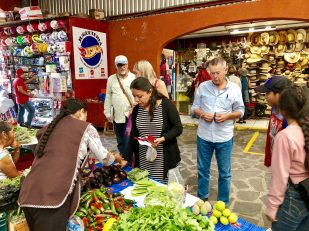 Spanish class goes to the markets in San Miguel de Allende