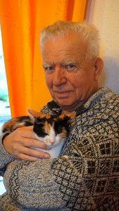 seniors with cat