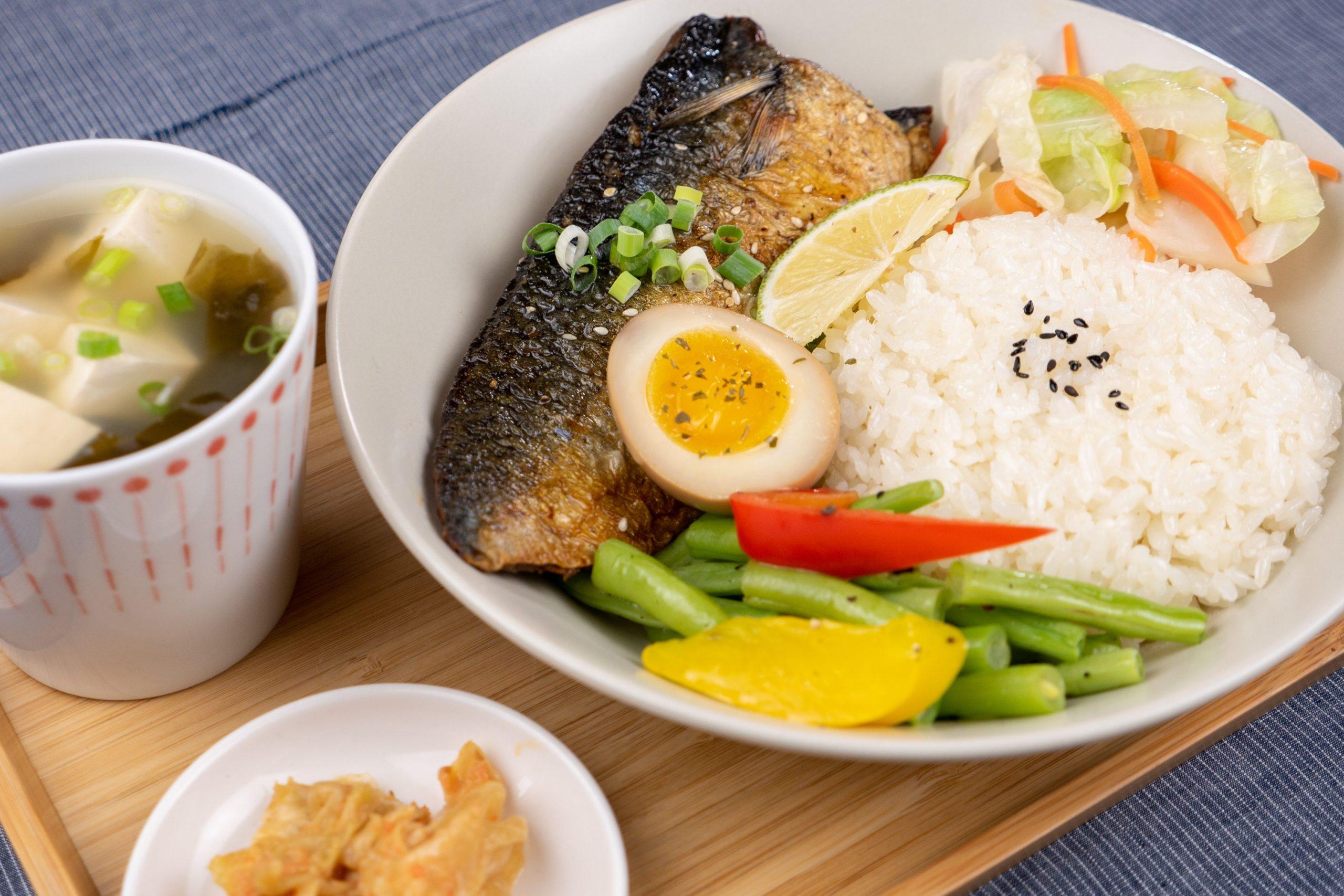 禾火餐點|香煎鯖魚飯,外皮焦香酥脆,肉質鮮嫩好吃