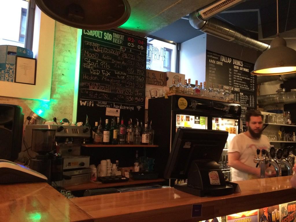 Léhűtő Kézműves Söröző craft beer bar in Budapest, Hungary #craftbeer