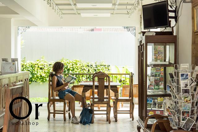 [泰國清邁|住宿] 享受清邁的慢步調,在這與更多外國人的異國交流 – 清邁 Heuan Pak Dee hostel @ gallery / 河宛帕蒂青年旅館@藝廊