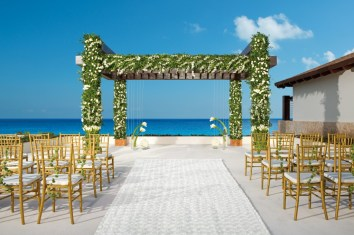 All-Inclusive-Resorts-Mexico-Playamujeres-Cancun-Adults-Only-Resorts-Secrets-Resorts-Secrets-PlayaMujeres-Travis-Paquin-WEDding-Gazebo-2