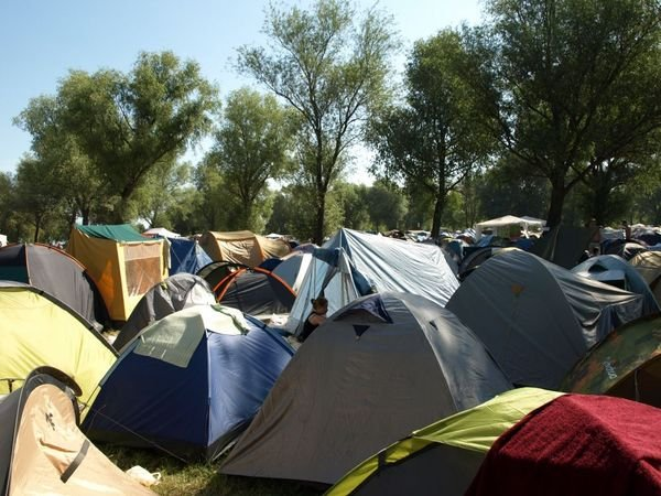 2620844-Crowded-camping-0