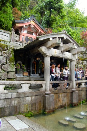 Otowa-no-taki, where one can drink for good health, longevity and success in study