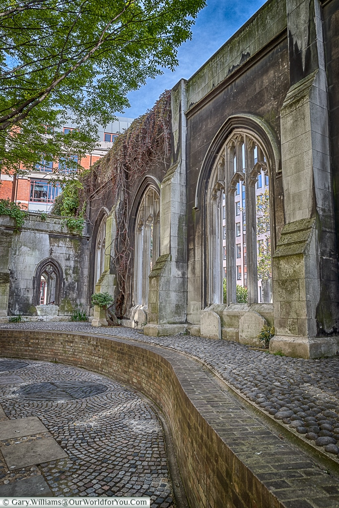 A place of tranquility, St Dunstan's in the East, City of London, UK
