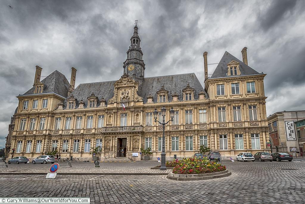 Place de l'Hôtel de ville, Reims, Champagne Region, France