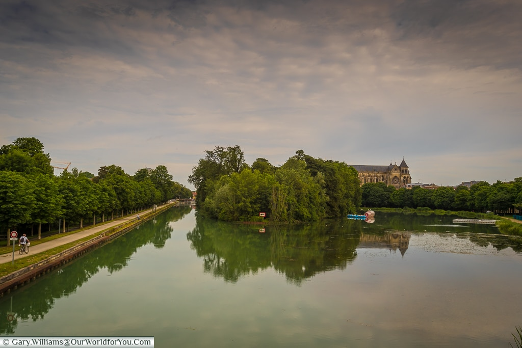 The Marne canal, Châlons-en-Champagne, France