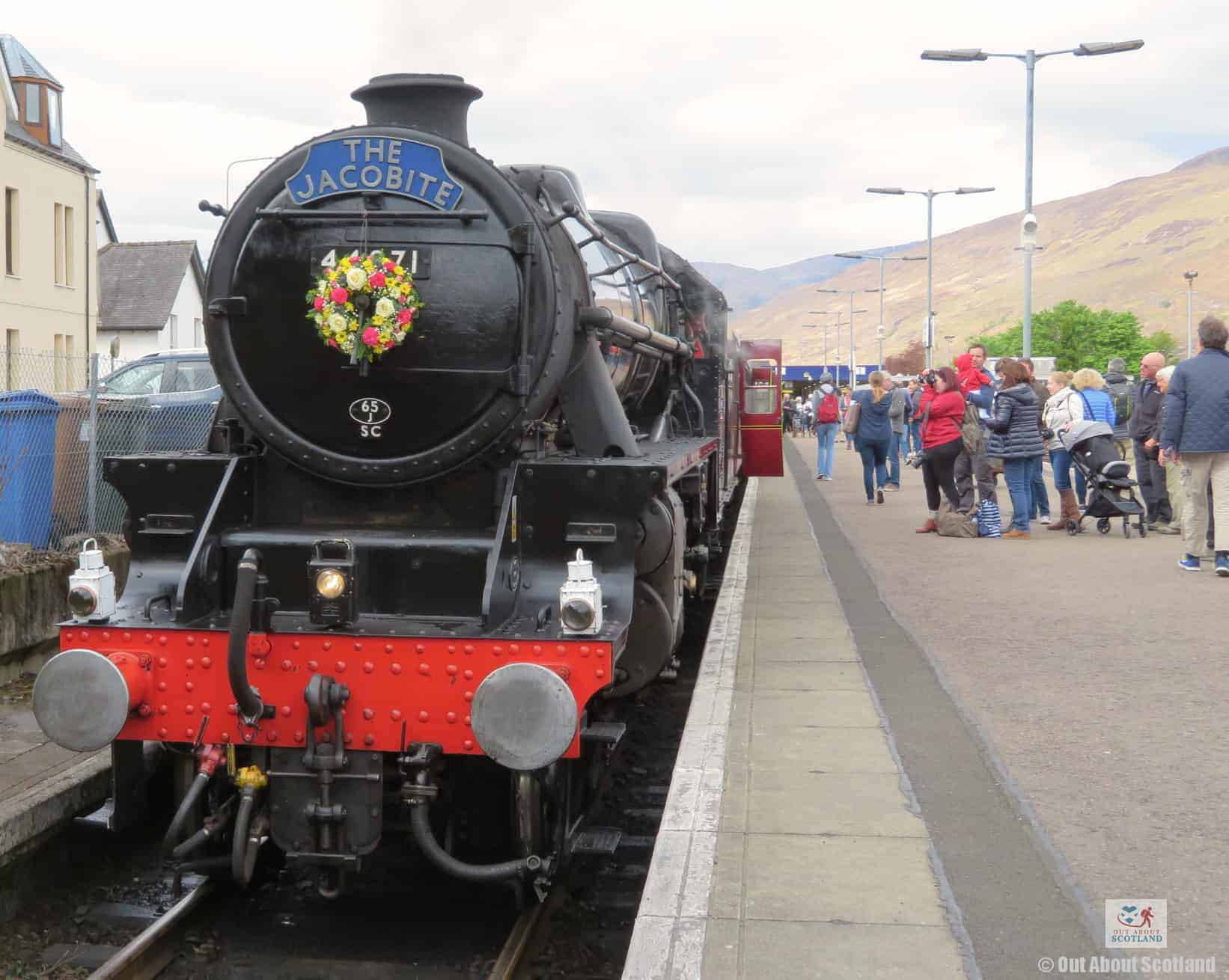 The Jacobite Steam Train (4 of 17)