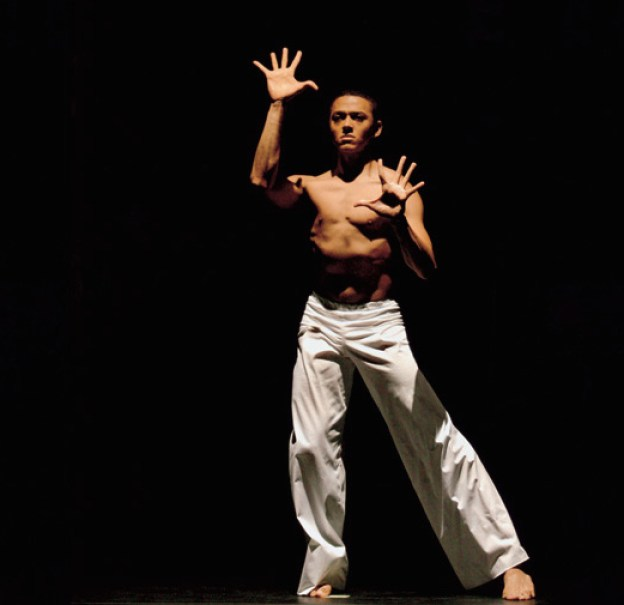 Alvin-Ailey-American-Dance-Theater's-Clifton-Brown-in-David-Parsons's-Caught.--Photo-by-Paul-Kolnik.