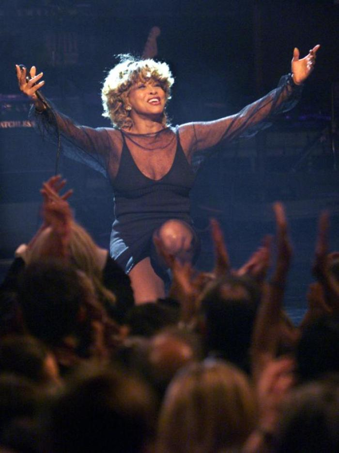 TINA TURNER PERFORMS AT DIVAS LIVE 99 CONCERT IN NEW YORK.