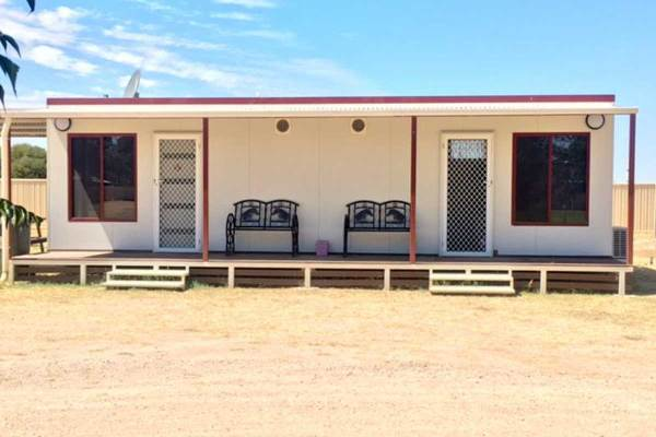 Outback Accommodation at Ivanhoe Caravan Park
