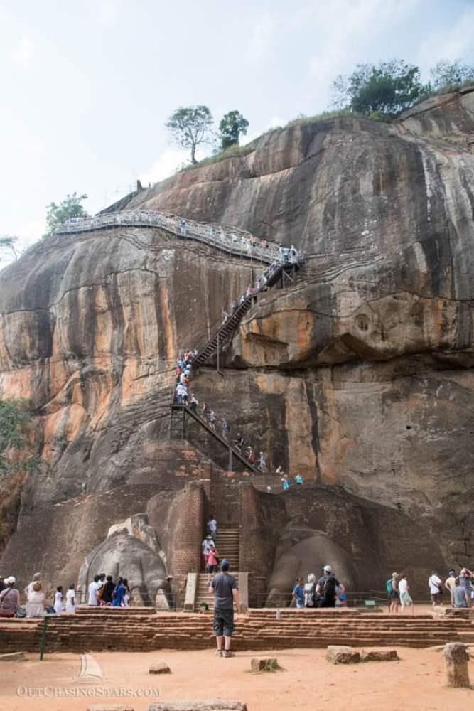 Lion gate and crowds at Sigiriya rock fortress.