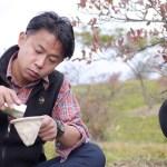 山でのいっぷくに最適な焼きマシュマロ入りの挽きたてコーヒーのつくり方 | 【野営メシ】ちょっと大人のオトコがつくるアウトドアごはん