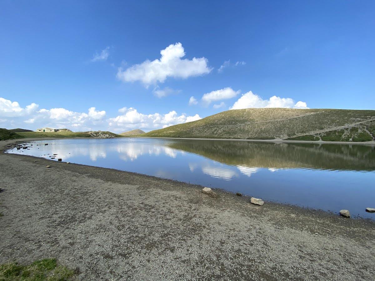 Riflessi di cielo sul lago Scaffaiolo
