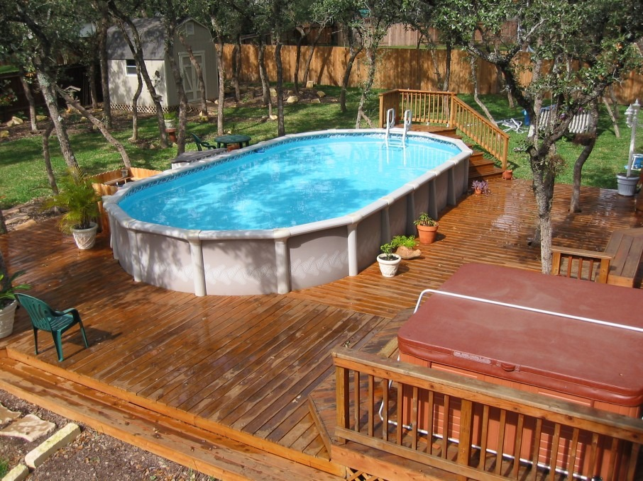 This Above Ground Swimming Pool Actually Forgoes Raised Decking. Instead,  Only One Set Of Steps Allow For Entry Into The Pool, With The Decking Area  Spread ...