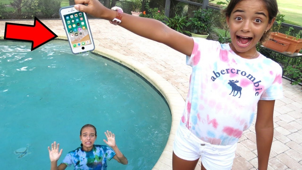 iphone in the swimming