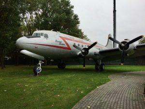 Rosinen Bomber am Luftbrückendenkmal