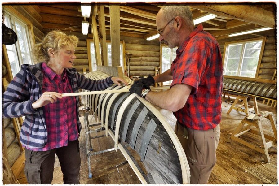 Frank en Jolanda bouwen kano