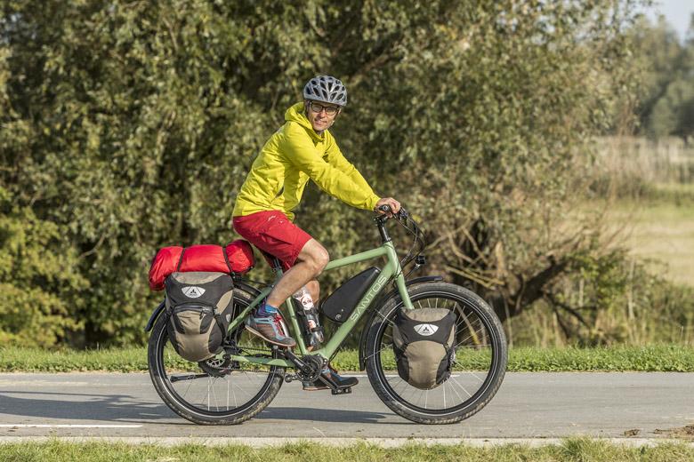 De Santos Travel Lite+ E-Bike zoals ik die test weegt schoon aan de haak 28,5 kg, maar zo fiets hij niet.