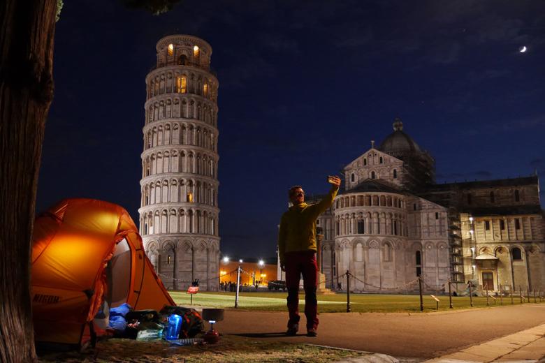 De Nigor PioPio Solo ging mee naar Pisa. Die maan staat daar echt. Mazzel!