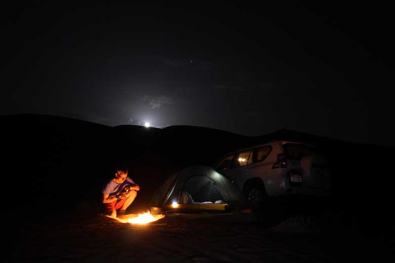 Een potje koken op open vuur in de Wahabi Sands. Mooier wordt het niet.