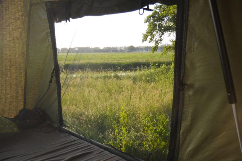 De deuren en het raam van de Hopper zijn voorzien van fijn muskietengaas.