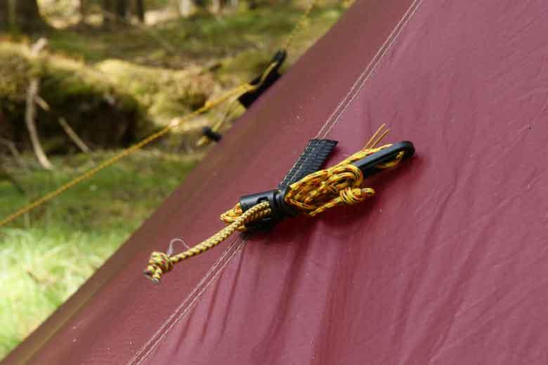 Mooi zijn de scheerlijnhouders op de Tentipi Olivin 2 Combi.