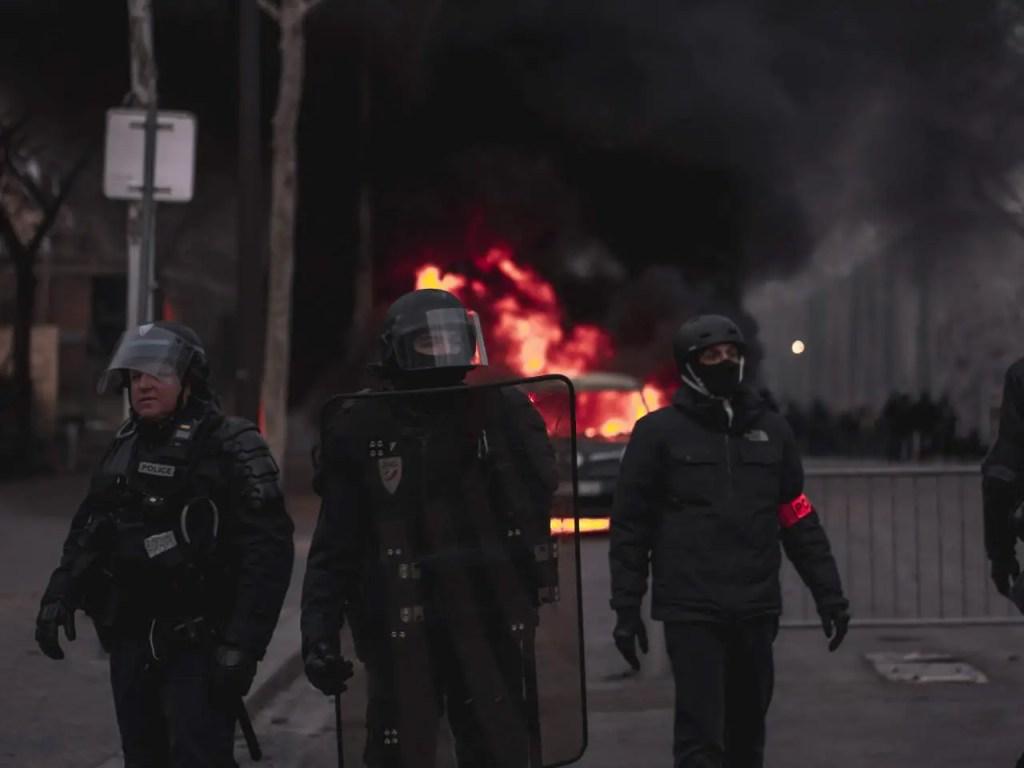 Chaos – Polizei, Feuer und Schwarzer Qualm