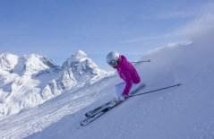 ENGADIN St. Moritz: Skifahrerin im Skigebiet Corvatsch
