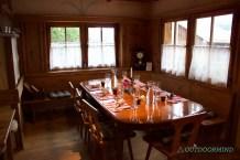 Eingedeckter Tisch in der Gaststube