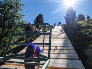 Rampenbau: Lastenaufzug für die Nine Knights Premiere am Reschenpass