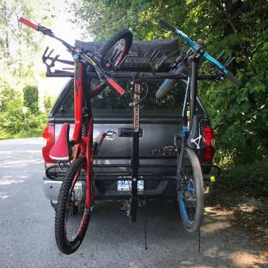 Ab geht`s in den Bikepark | Pic Brad Tippie | Quelle: Facebook