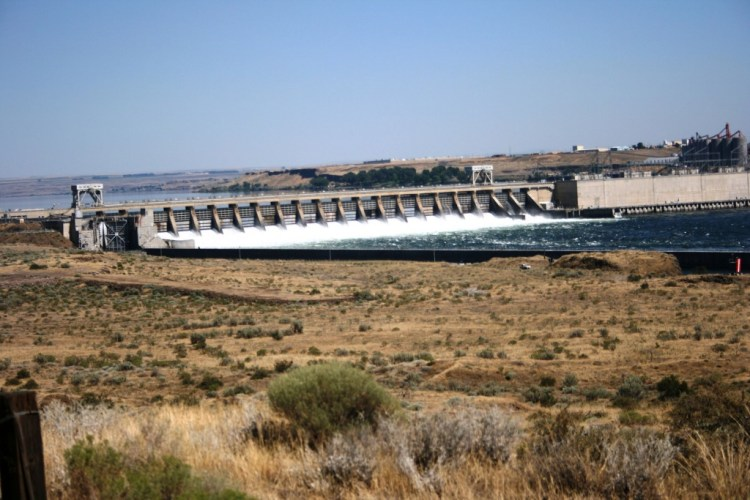 McNary_Dam_-_seen_from_Washington_side_of_Columbia_River_-_July_2013